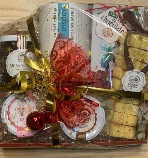 cesta de regalo dulces